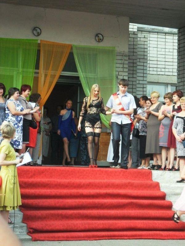 платье расширенного силуэта с манжетой по низу