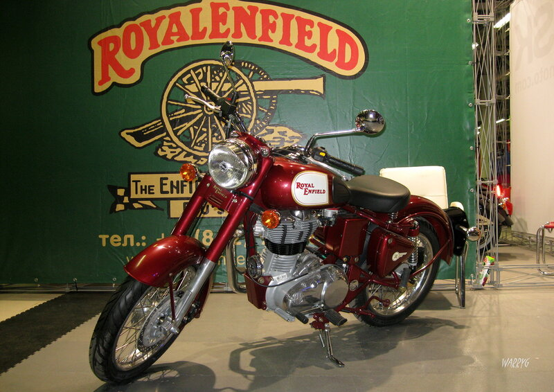 Мотосалон IMIS-2012 в «Гарден Сити». Мотоцикл Royal Enfield.