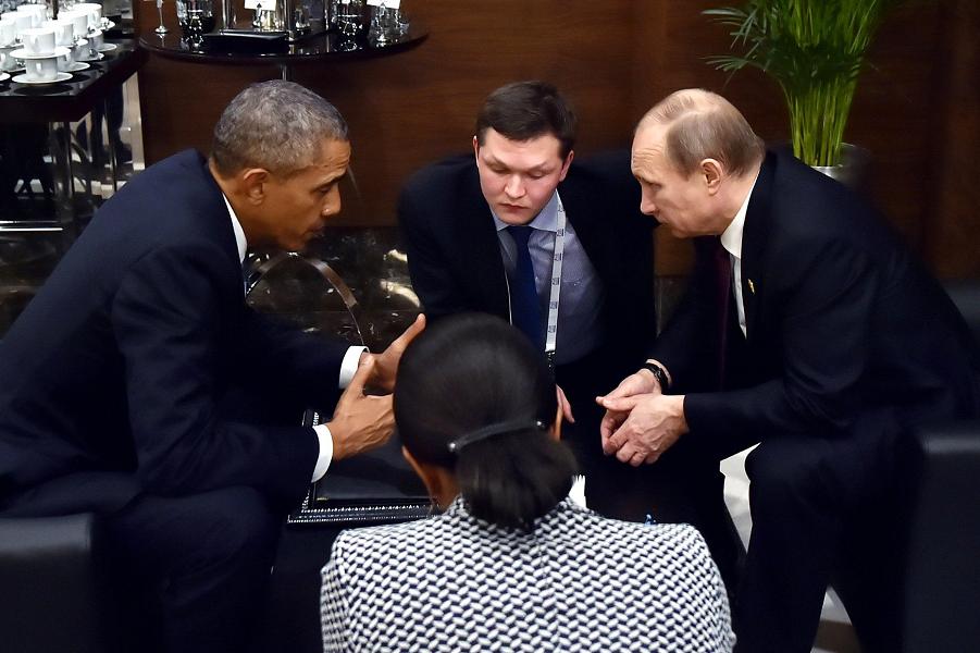 Путин и Обама разговаривают на саммите G-20 15.11.15.png