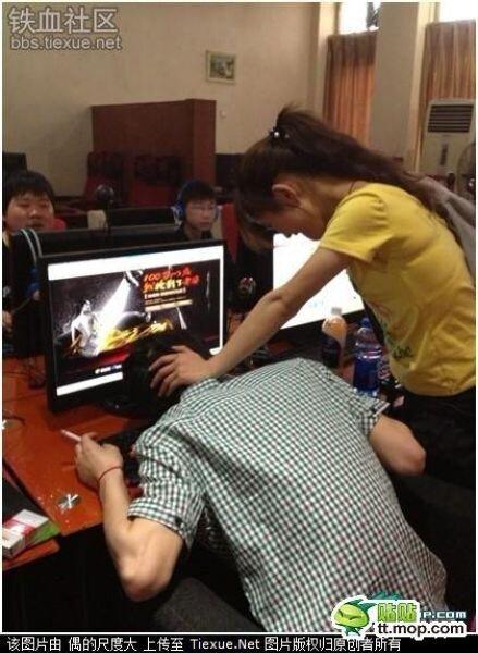 Как девушка отучает своего парня от он-лайн игр