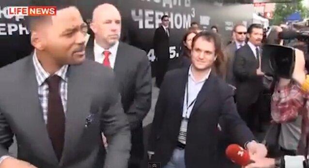 Уилл Смит ударил из-за поцелуя журналиста 1+1