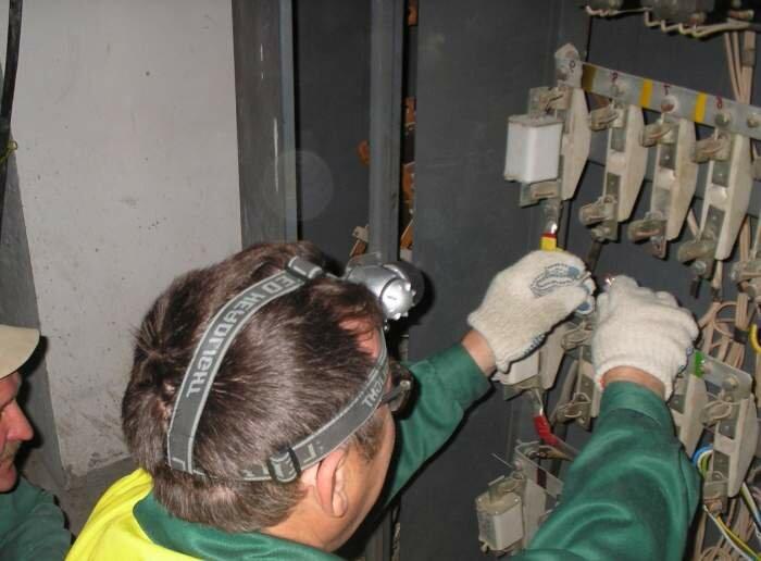 Электромонтажники нашей компании способны воплотить в жизнь любые схемы электроснабжения, разработанные Вами или...