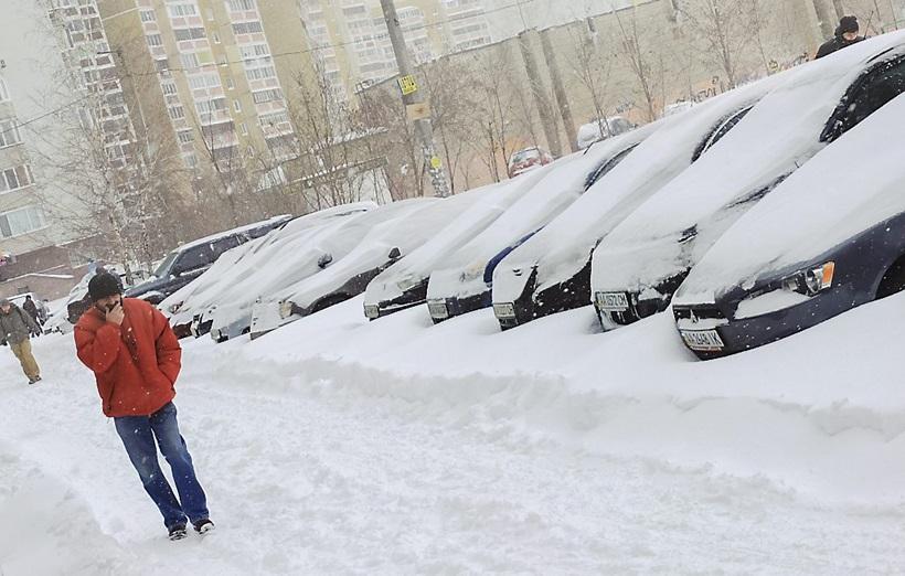 Сильный снегопад парализовал дорожное движение Украины 0 13d2cf 1d5b6b05 orig