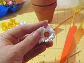 Топиарий из цветов в технике квиллинг