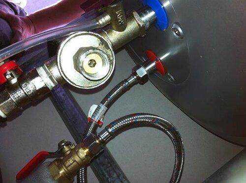 Отрегулировали давление входящей в электробойлер воды