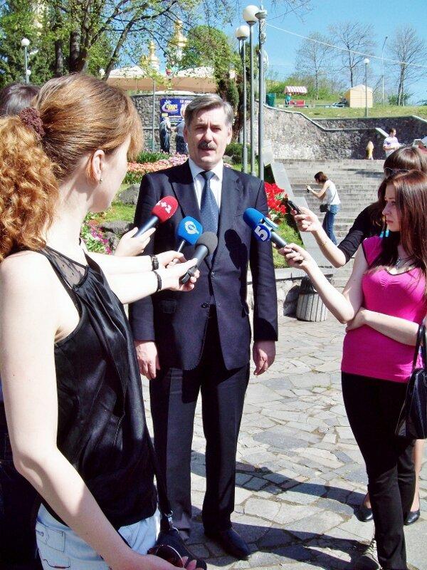 Александр Мазурчак на открытии выставки тюльпанов