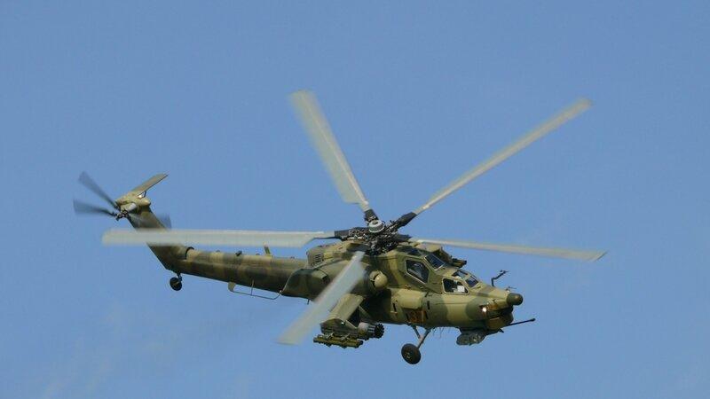 Энергичный заход на посадку Ми-28Н после восьми высокоточных пусков ПТУР.
