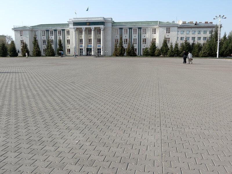 Площадь Абылай-хана (бывшая пл. Ленина и Дом Советов) - 2012. Комментарии к фото - Кокшетау Онлайн