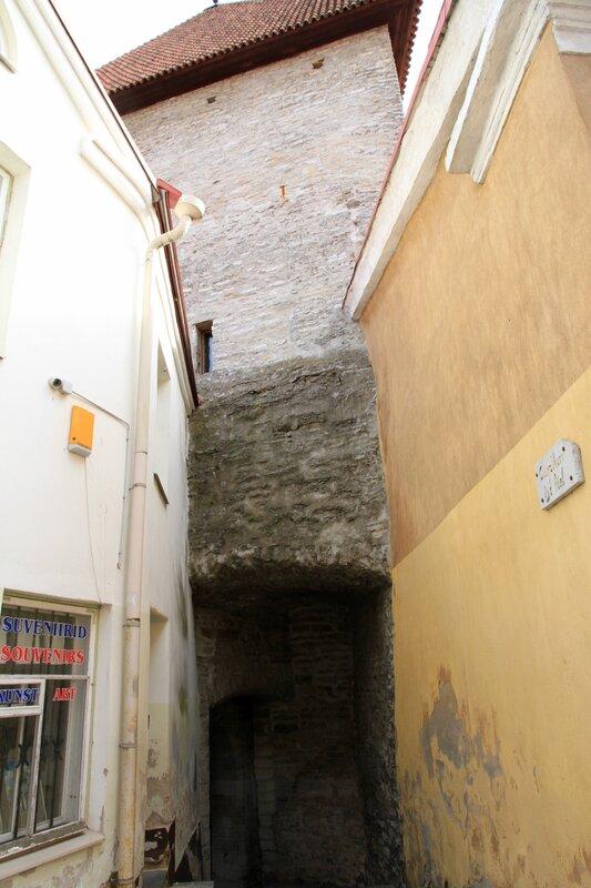 Таллинн, Одна из первых башен Вышгорода, XIII век