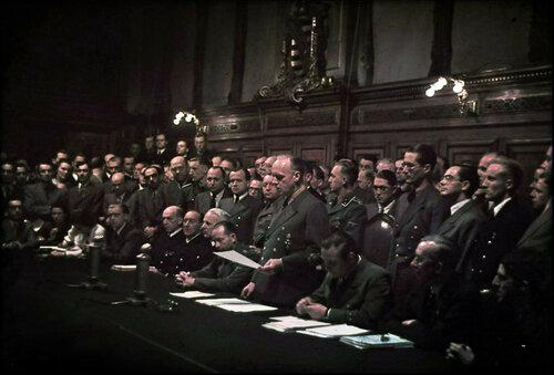 Министр иностранных дел Германии Риббентроп объявляет о начале войны против СССР.