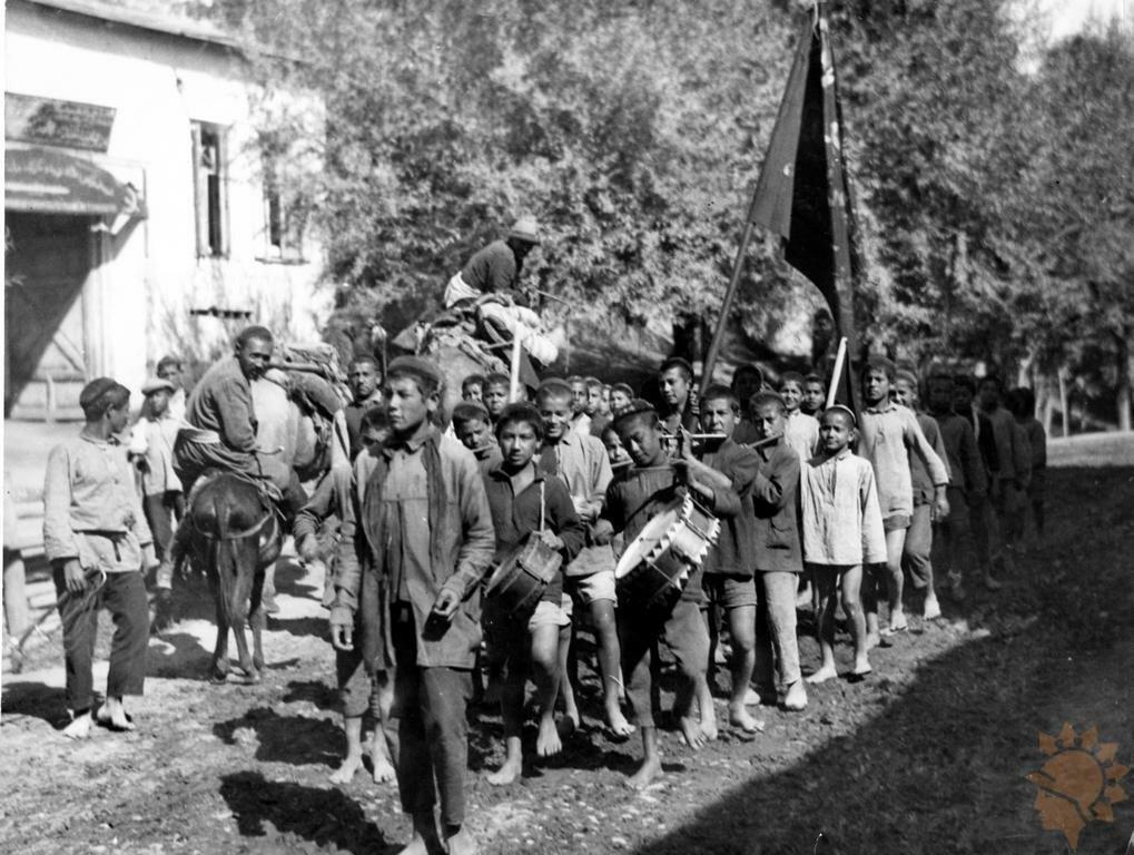 1926. Первый пионерский отряд на улице Ташкента