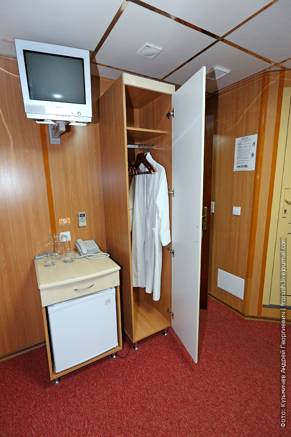 Каюта повышенной комфортности №317 на средней палубе теплохода «Александр Бенуа»