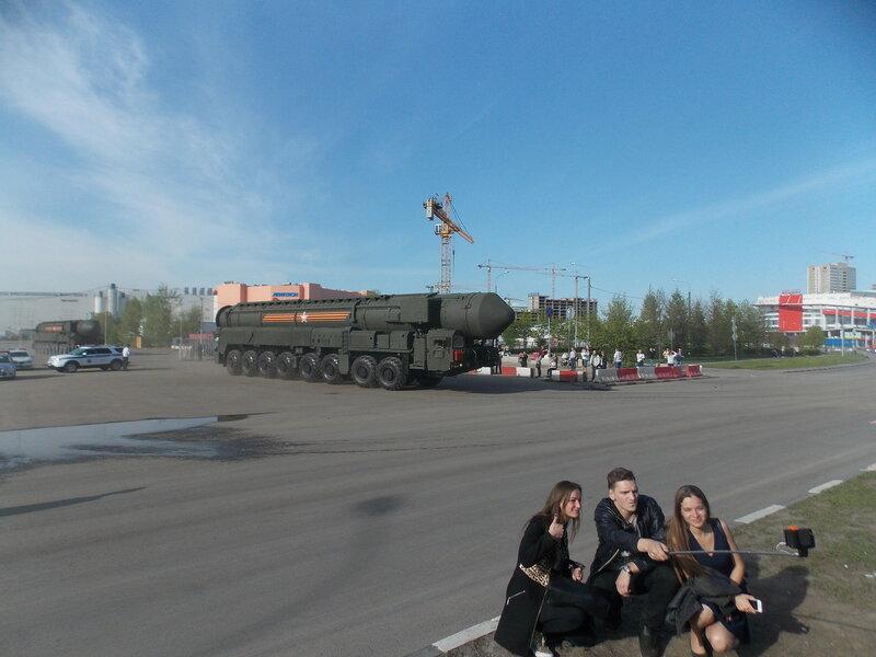 Селфи на фоне ракетный комплекса Тополь-М