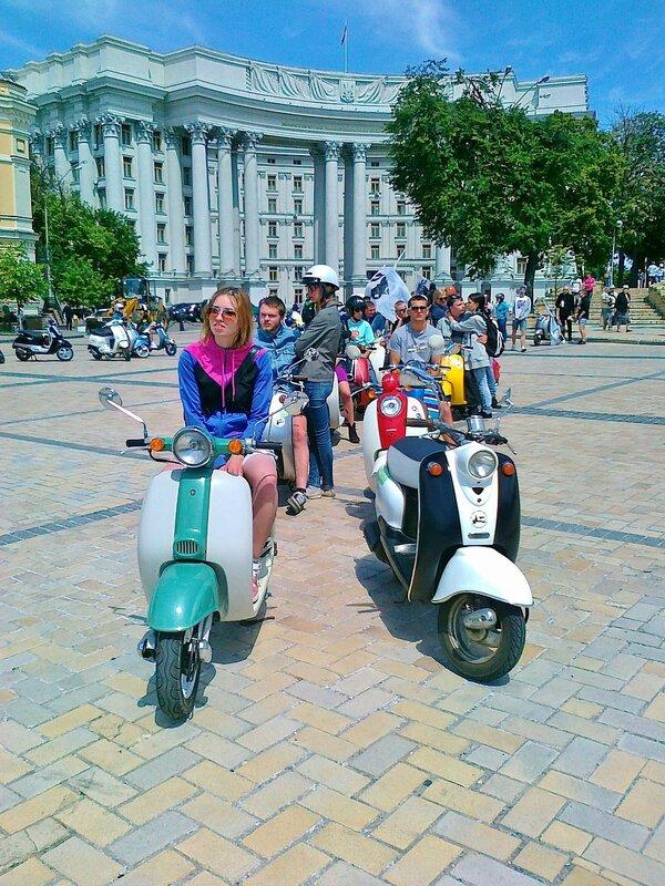 Фестиваль мотороллеров на Михайловской площади