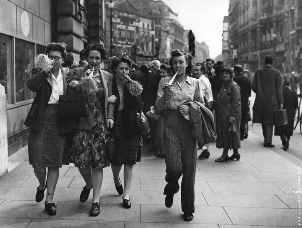 День Победы на Пикадилли в Лондоне.8 мая 1945