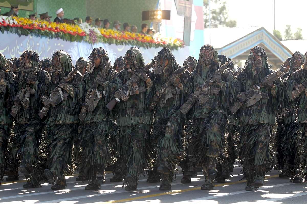 К 35-летию с момента начала ирано-иракской войны: Военный парад в Тегеране (6)
