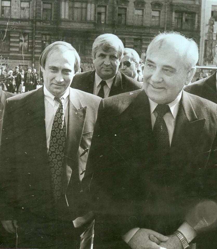 Историческое фото: Путин и Горбачев