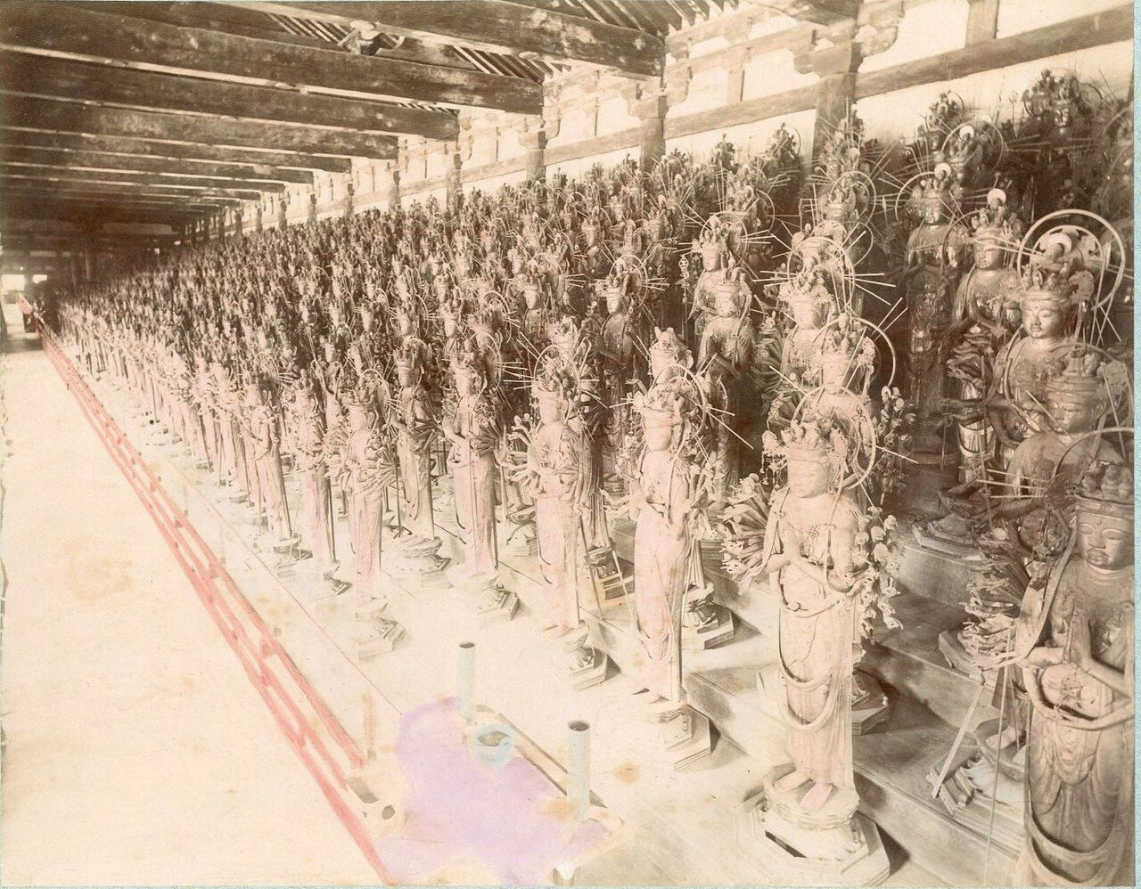 Киото. Сандзюсангэн-до, статуи храма