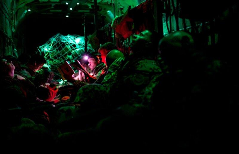 Afghanistan.<br />Transport af danske og britiske styrker i Chinook-helikopter fra Camp Bastion til Camp Price i Helmand.