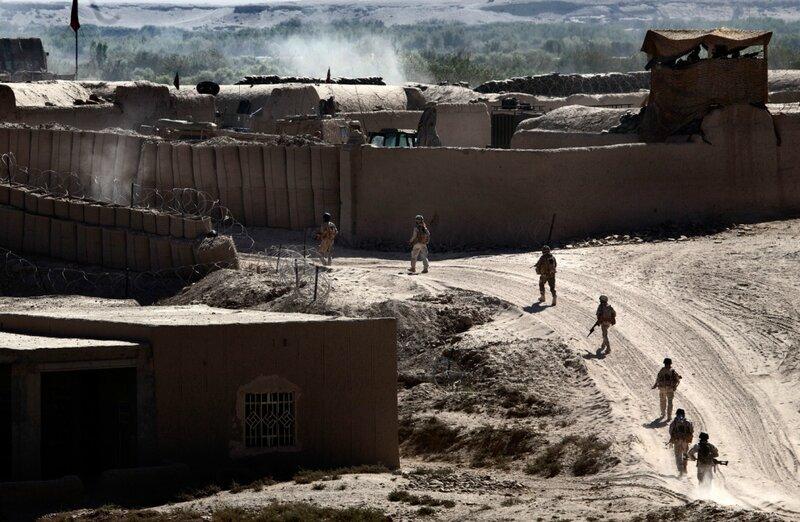 Afghanistan.<br />Camp Britzar på Patrol baseline. Soldater på vej tilbage til basen efter patrulje i Green Zone.