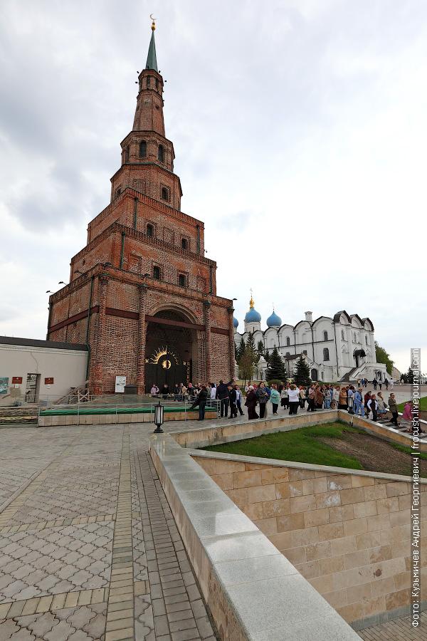 Башня Сююмбике и Благовещенский собор