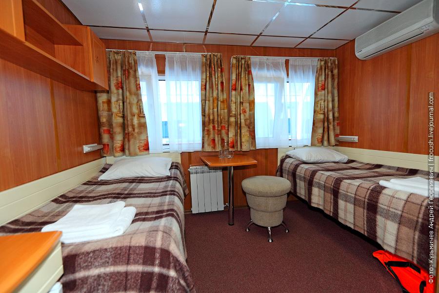 Двухместная каюта со всеми удобствами №319 на средней палубе теплохода «Александр Бенуа»