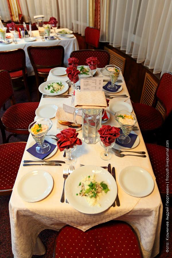 стол перед ужином