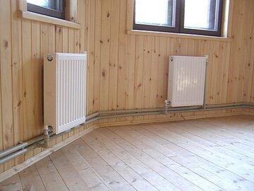 Эта система горячего отопления в частном доме состоит в основном из нагревательного прибора, трубопровода, арматуры.