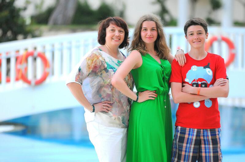 Ольга, Женя и Ростик в Турции 2015.jpg