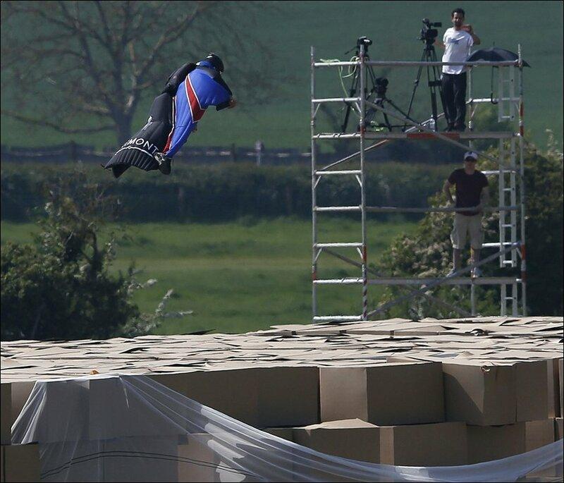 Реально ли прыгнуть без парашюта и остаться живым?
