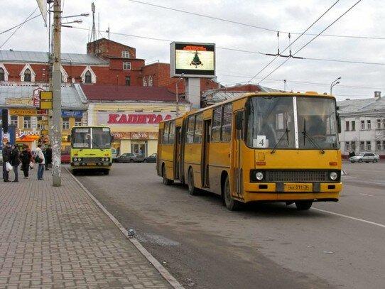 Икарусы-280 в Ярославле, Богоявленская площадь, маршрут 4.