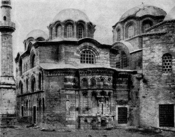 ...столица Византии, архитектура которого во многом определяла нравы каменного градостроительства культовых церковных...