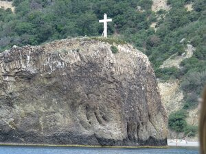 Балаклава, крест на скале