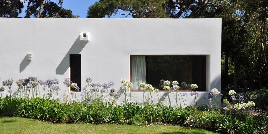 La Hilaria House от RDR Arquitectos в Уругвае