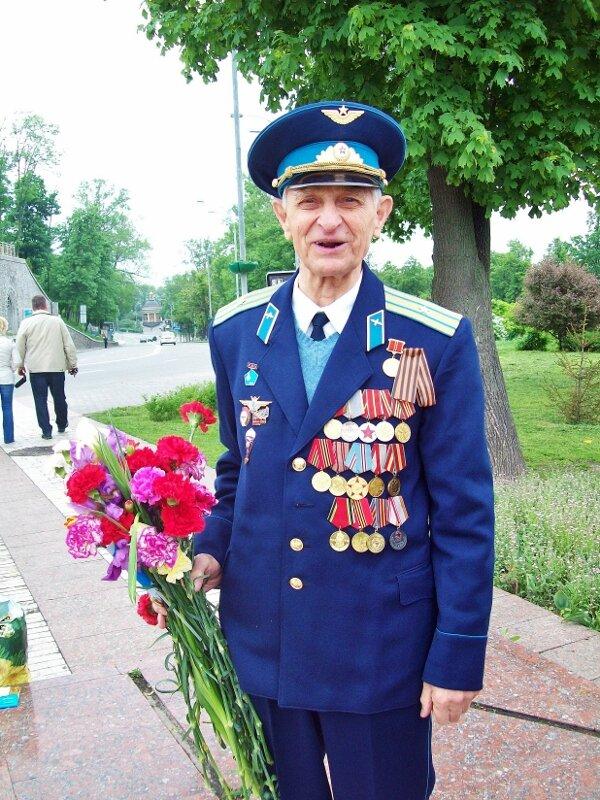 Ветеран-летчик в День Победы