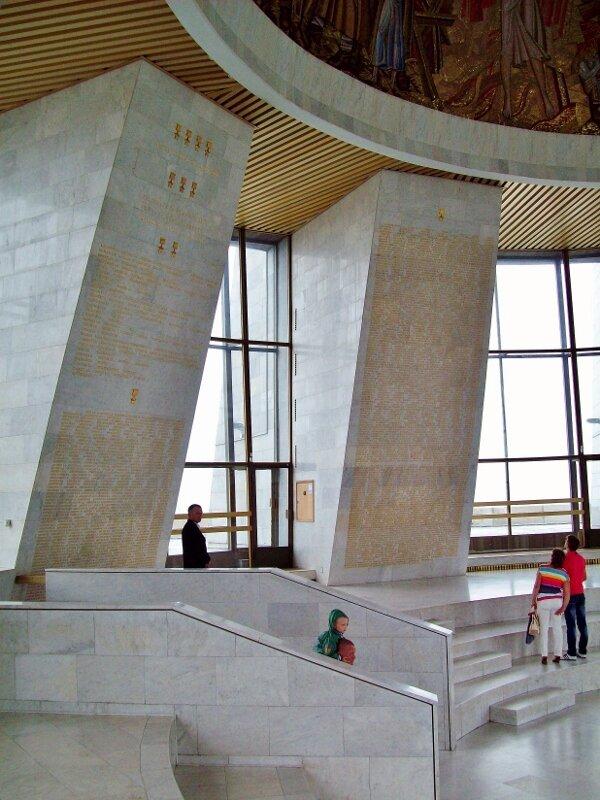 Список Героев СССР на колоннах Зала Славы