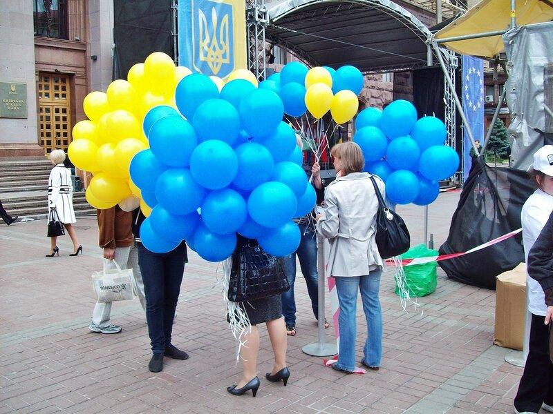 Воздушные шары под киевской мэрией