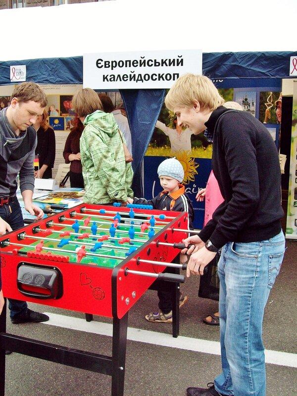 Соревнования по настольному футболу на Крещатике