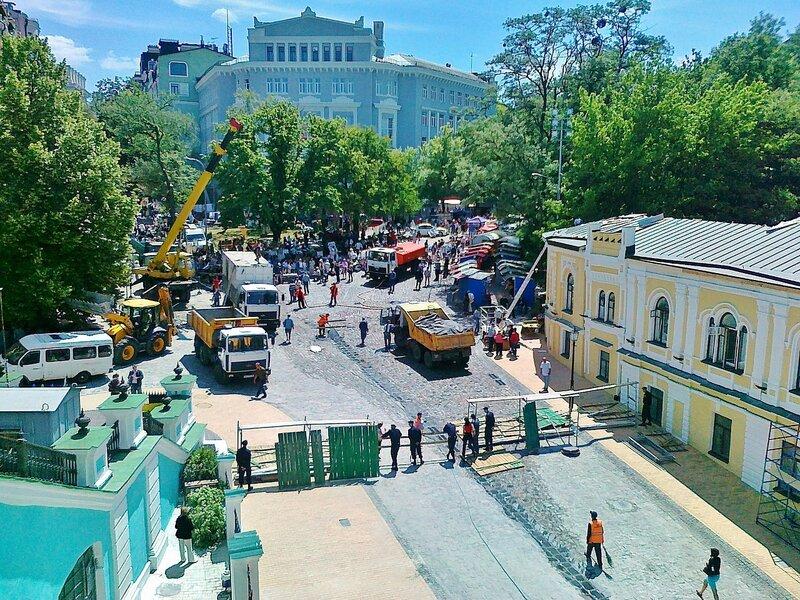 Вид на Андреевский спуск в День Киева 2012