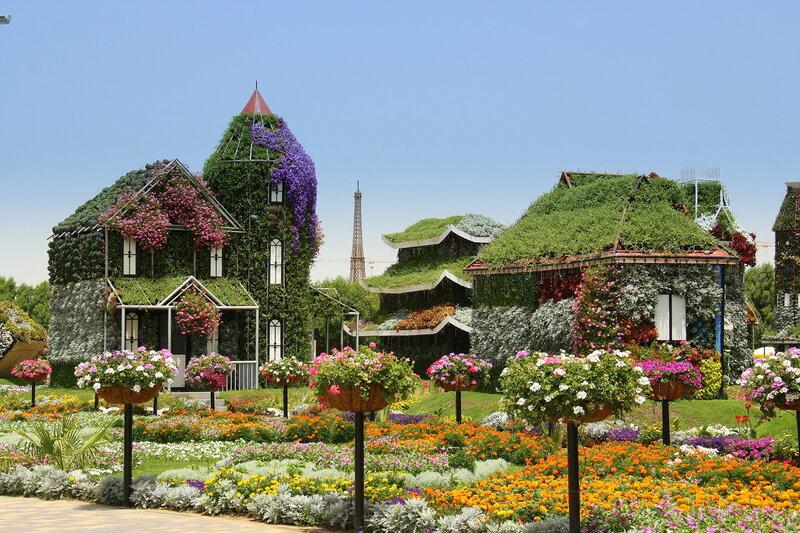 """Цветочная деревня с видом на """"эйфелеву башню"""""""