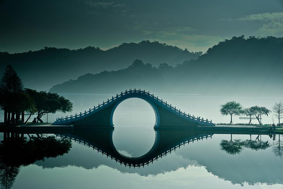 Интересное. Мост Нефритового Пояса. моста, чтобы, другие, мостов, озера, западного, перилах, цвета, животные, белого, журавли, выгравированы, строительные, Китая, Южного, местности, строительстве, использовался, Форма, мрамор