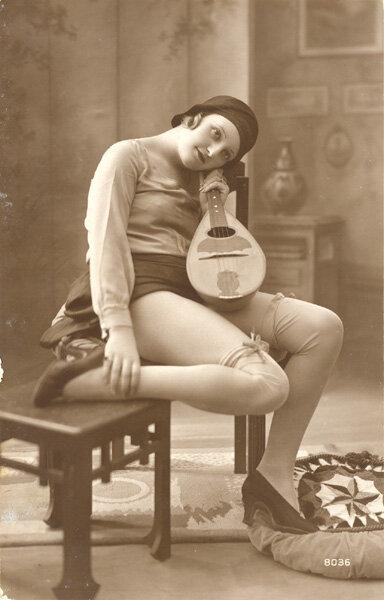 девушки с мандолиной