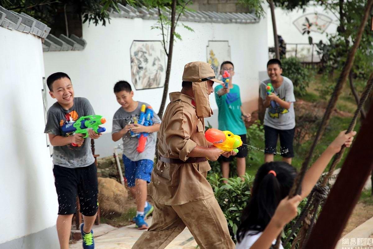 Крутые стрелялки: Китайский агротуризм с развлекательно-патриотическим уклоном (4)