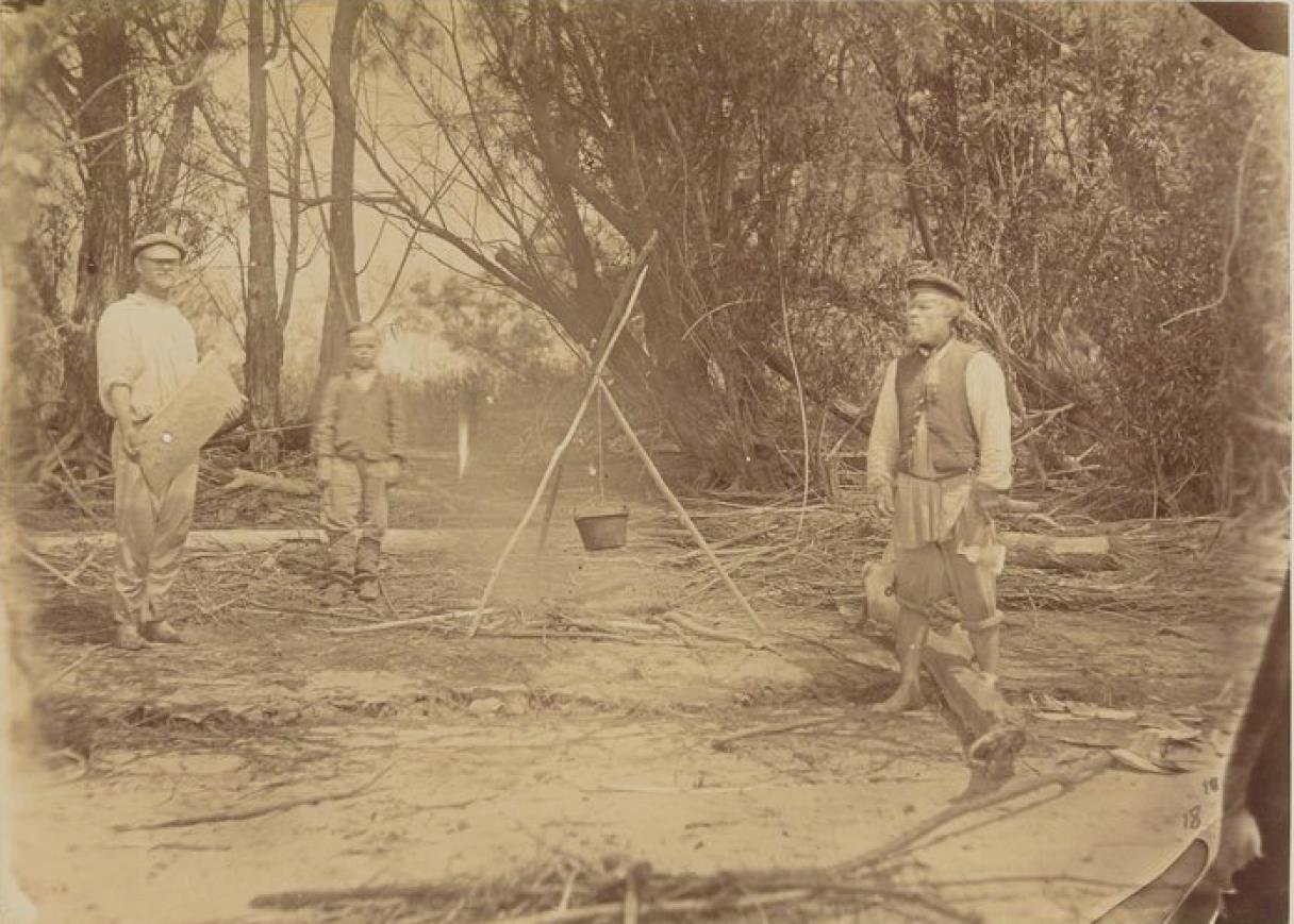 07. Русские рабочие в лесу на берегах Амура