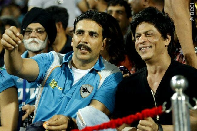 SRK & Akshay Kumar - 19 may 2012 (KKR vs PW)
