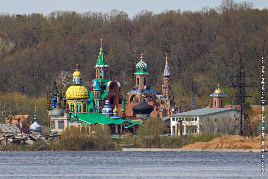 С 1992 года в селе Старое Аракчино Ильдар Ханов создает храм всех религий (Вселенский храм)