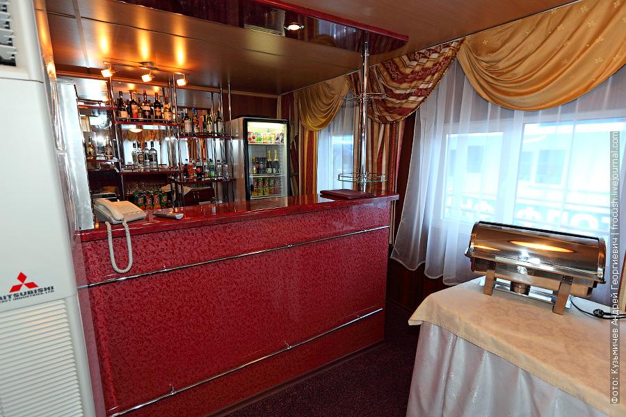 Ресторан «Романтика» на шлюпочной палубе теплохода «Александр Бенуа»