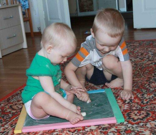 Выставка детских рисунков. Николай и Наталья Ермолаевы