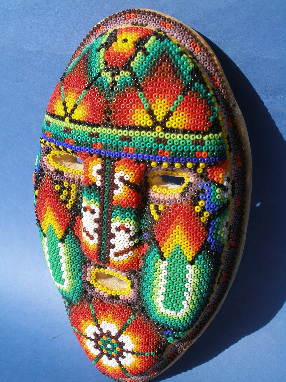 изделия из бисера. мексиканский бисер Huichol Art.