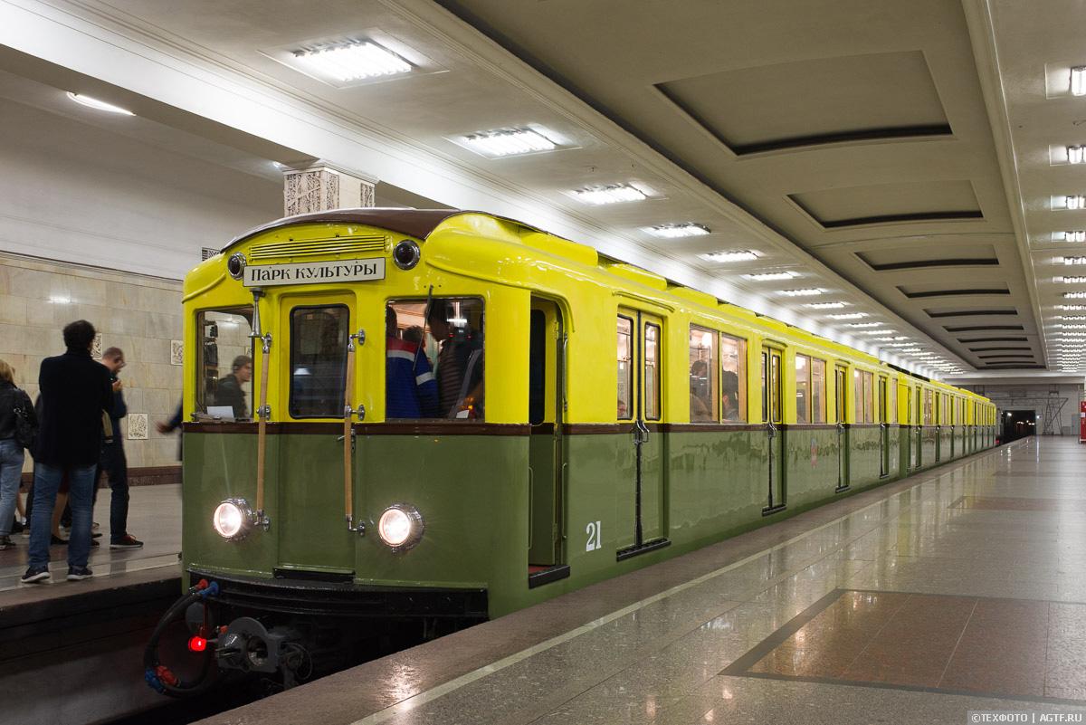 Три вагона типа А в метро